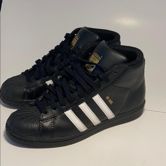 sofá Sinceridad Revolucionario  adidas Shoes | High Top Adidas Pro Model Black White Gold Letters | Poshmark